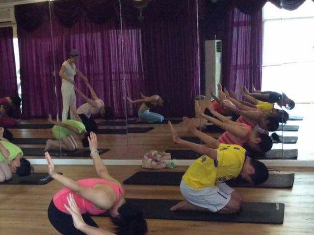 瘦腰的瑜伽动作_快速瘦腰的方法